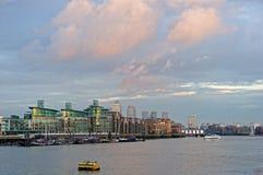 берег реки thames Великобритания london развития wapping Стоковая Фотография