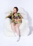 Беременная женщина в кресле Стоковые Изображения