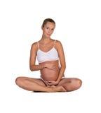 Беременная женщина в представлять йоги Стоковые Изображения RF