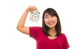 Беременная женщина держа настенные часы Стоковые Изображения
