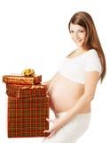Беременная женщина держа присутствующие коробки подарка Стоковая Фотография RF