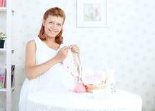 Беременная женщина красоты стоковые фото