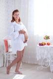 Беременная женщина красоты стоковые фотографии rf