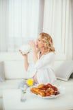 Беременная женщина молоко Стоковые Фотографии RF
