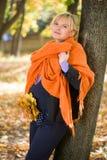 беременная женщина парка осени Стоковые Изображения RF