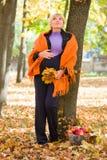 беременная женщина парка осени Стоковое Фото