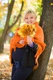 беременная женщина парка осени Стоковое фото RF