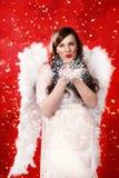 Беременная женщина с костюмом ангела Стоковая Фотография RF