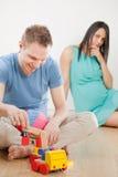 Беременная женщина думая она идет иметь 2 детей Стоковая Фотография RF