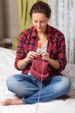 беременная женщина knit стоковые изображения