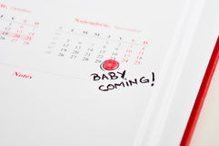 Беременная матери метки дата рождения вниз Стоковое Изображение