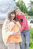 Беременная мать и сын в лете Стоковое Изображение RF