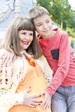 Беременная мать и сын в лете Стоковое Фото