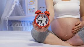 Беременность после возраста 35 сток-видео