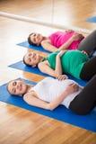 Беременные женщины на спортзале Стоковое фото RF