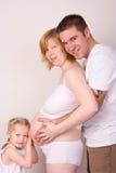беременные женщины семьи стоковые фото