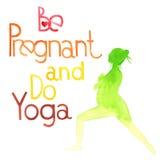 Беременный и сделайте йогу Стоковое фото RF