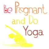 Беременный и сделайте йогу Стоковая Фотография RF