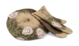 Берет и mittens сделанные из пушистых шерстей Стоковые Изображения