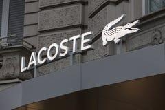 Берлин, Бранденбург/Германия - 23 12 18: lacoste подписывает внутри Берлин Гер стоковые изображения rf