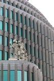 БЕРЛИН, ГЕРМАНИЯ - 22-ОЕ ОКТЯБРЯ 2015: Скульптура на Swissotel на улице Kurfurstendamm Стоковое Изображение