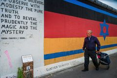 Берлин, Германия - 21-ое сентября 2015: Галерея Ист-Сайд Берлинской стены Стоковые Фотографии RF