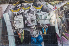 БЕРЛИН, ГЕРМАНИЯ - 15-ОЕ СЕНТЯБРЯ: Граффити Берлинской стены увиденные 15-ого сентября 2014, Берлин, галерея Ист-Сайд Оно ` s 1 3 Стоковое Изображение