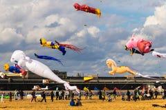 БЕРЛИН, ГЕРМАНИЯ - 22-ОЕ СЕНТЯБРЯ 2018: ЗЕМЛЯ 7 STADT UND Фестиваль змея стоковое изображение