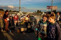 Берлин, Германия - 21-ое сентября 2015: музыкант улицы на железнодорожной станции Стоковые Изображения RF