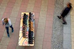 БЕРЛИН, ГЕРМАНИЯ - 23-ЬЕ СЕНТЯБРЯ 2015: выставка ботинка в финансовом Стоковая Фотография RF