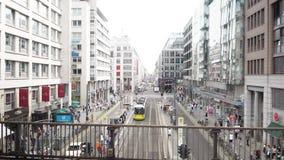 БЕРЛИН - 21-ОЕ АВГУСТА: В реальном времени запертое вниз сняло Friedrichstrasse в Берлине сток-видео