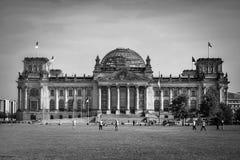 БЕРЛИН, GERMANY/EUROPE - 15-ОЕ СЕНТЯБРЯ: Reichstag в Берлине Стоковые Изображения