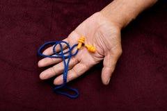 Беруши в руках человека Стоковая Фотография RF