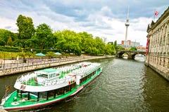 Берлин, панорамный взгляд с рекой оживления и ТВ возвышаются Стоковая Фотография