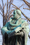 Берлин - staue reformator Мартина Luther перед церковью Marienkirche Полом Мартином Оттоном и Робертом Toberenth 1895 Стоковое Изображение