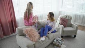 Беседа девушек переговора связи bff друзей Стоковое Изображение