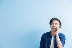 Беседа студента человека на телефоне Стоковая Фотография RF