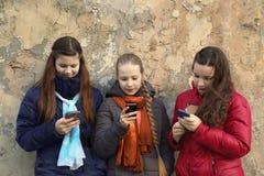 Беседовать девушек Стоковые Изображения RF