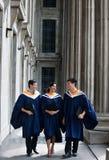 Беседовать студент-выпускников Стоковые Изображения