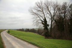 Бесконечная дорога в ландшафте осени Стоковые Фотографии RF