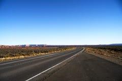 Бесконечная дорога в Юте, каньоне приземляется парк нации Стоковые Изображения