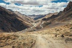 Бесконечная дорога Leh-Manali в горе Гималаев индейца Стоковая Фотография RF