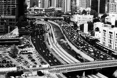 Бесконечная подача города на полдень стоковое фото