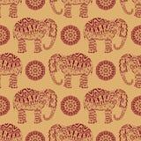 Бесконечная текстура с стилизованным сделанным по образцу слоном и мандалой в индийском стиле Стоковое фото RF