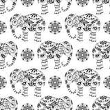 Бесконечная текстура с стилизованным сделанным по образцу слоном и мандалой в индийском стиле Стоковое Фото