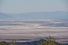 Бесконечный ландшафт на Death Valley Калифорния стоковое фото rf