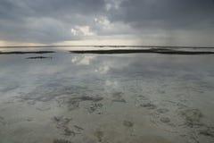 Бесконечный океан с взглядом к дну моря на воздухе Gili, Lombok, Индонезии Стоковая Фотография