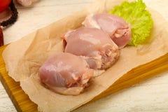 Бескостные сырцовые бедренные кости цыпленка стоковое изображение rf