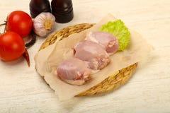 Бескостные сырцовые бедренные кости цыпленка стоковое фото