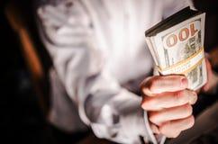 Бесплатная раздача денег наличных денег Стоковые Фото